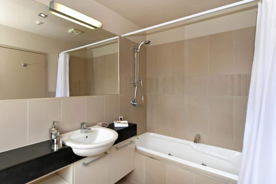 Exec-1-Bedroom-Bathroom.jpg_900