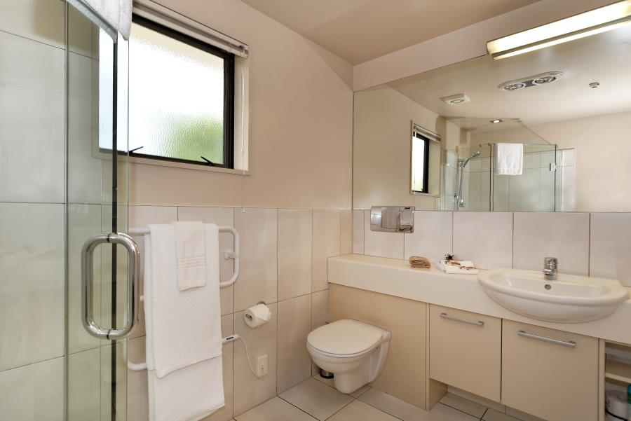 Studio-Bathroom.jpg_900